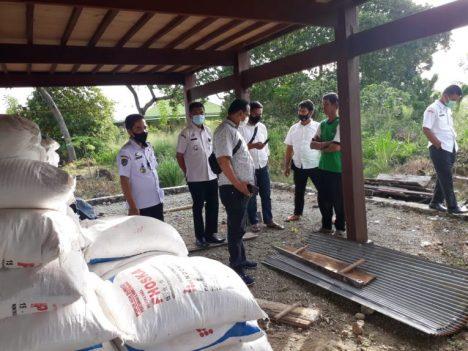 pupuk diduga palsu ditemukan di salah satu kolom rumah warga di Desa Mattirotasi, Kecamatan Watang Pulu, Kabupaten Sidrap.